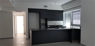 """Neue und atemberaubende 3Br, 2Bt Wohnung, im Projekt """"Midtown Tower TLV"""""""