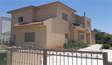 New 6Br, 3.5Bt private house, 550Sqm lot, sunny and bright