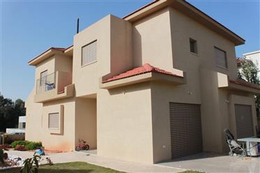 Neues 6Br, 3.5Bt Privathaus, 550qm Grundstück, sonnig und hell