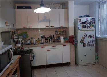 Beautiful 2Br, 1.5Bt apartment, quiet and spacious, prime location
