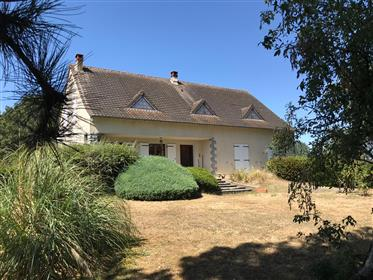 House for Sale in Eguzon- Chantôme, L'Indre, France