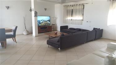 Stunning 4Br, 2.5Bt penthouse, 165Sqm, Spacious bright and quiet