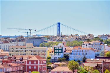 Apartman s pogledom, terasom i privatnim vrtom u centru Lisabona