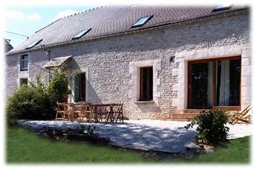 Grande maison de charme / gîte en Bourgogne à découvrir absolument
