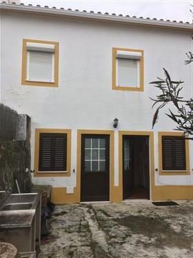 Casa na aldeia histórica de Flor-da-Rosa