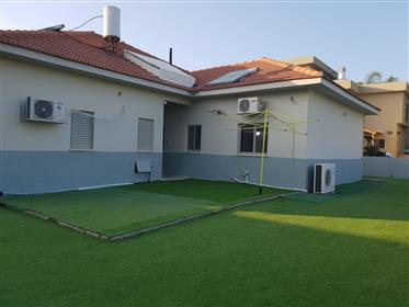 Stunning 6Br, 3Bt Private house, 500Sqm, prime location