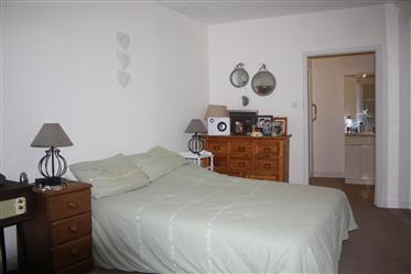 Elegant 5 bedroom townhouse + 1 bedroom cottage