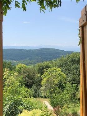 Vrhunski neprekinuti pogled na planine