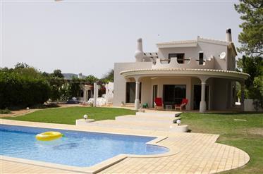Očarujúce vila s domovom loeds pret de Faro