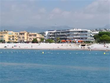 Particulier vend appartement à Cagnes sur mer -- Face À La Mer