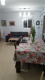 Schöne Wohnung, hell, geräumig und ruhig, 126sqm (Beit El)