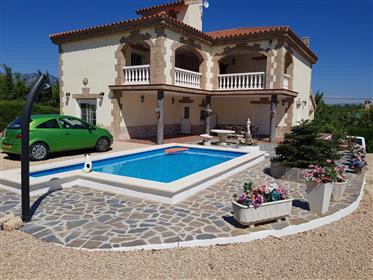 Stunning four bedroom villa