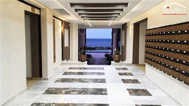 Apartamento al lado del mar con piscinas