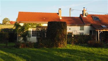 Šarmantna kuća s potokom i izvorom