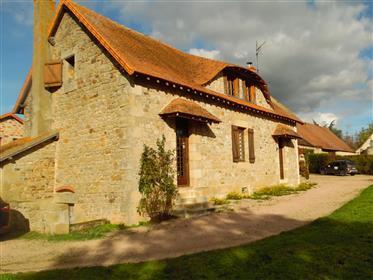U Allier kući, vikendica, gospodarske kuće i 8 ha