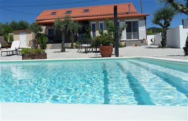 Lindamente apresentado propriedade com piscina infinita aque...