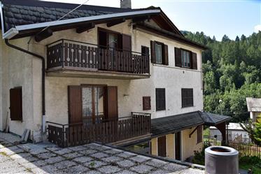 Casa annessa con appartamento