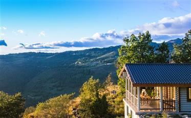 Paraíso natalino nas montanhas.