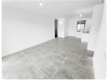 High-End New apartment, new building, prime location (Petah ...