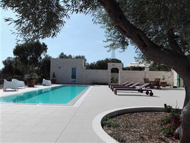 Villa com piscina finamente acabada a 3 km do mar