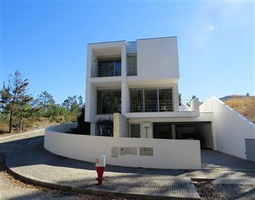 Villa Moderna (V3 + 1) con jardín