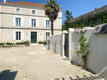 Quality renovation of 4 bedroom Maison de Maître, swimming pool, enclosed courtyard to the front wit