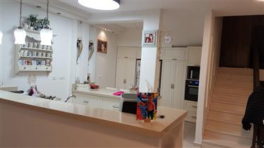 Beautiful townhouse, 360Sqm, completely renovated,prime location