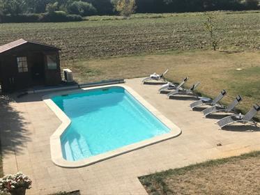 Moderný 4 spálne Perigordian štýl domov s bazénom