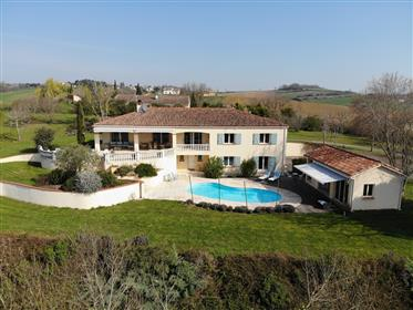 Villa + panoramic views near Toulouse
