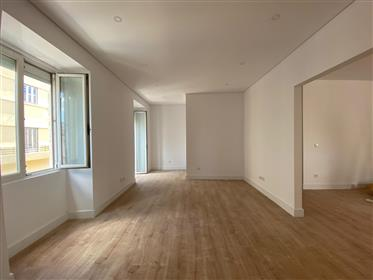 2Bd Renovirani apartman u gradu Estrela, Lisabon