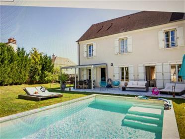 In vendita a Magny Le Hongre Villa 5 P