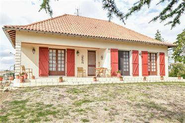 Une maison 182m2 avec 4 chambres, double vitrage, chauffage central, terrain 3149m2, piscine chauffé