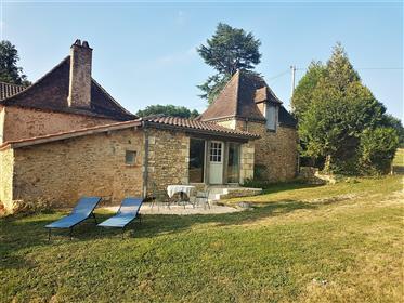 Pôvabne zrekonštruovaný kamenný dom 120 m² 3 hp veľká záhrada 4 km od Bugue