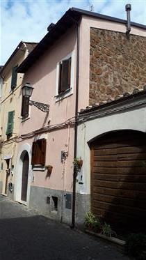 Casa encantadora da cidade no centro histórico da pequena cidade, uma hora ao norte de Roma: sem co