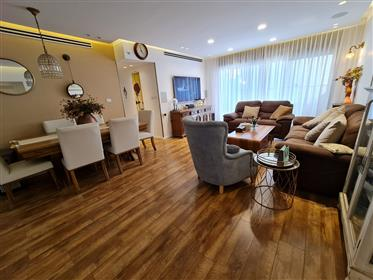 New 5 rooms apartment, 125Sqm, High-End upgraded, in Rosh H...
