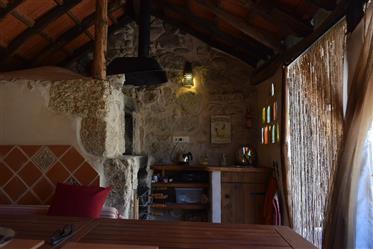 Bela Quinta com Tradicional Propriedade de Pedra de 3 Quartos com vista