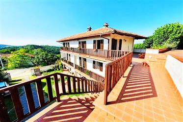 Characteristic house with panoramic views – 702