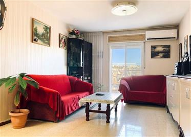 Beautiful, spacious and bright 4-rooms apartment