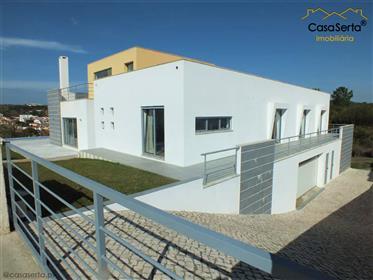 Moradia moderna com piscina vista lagoa Foz do Arelho com o recheio incluido