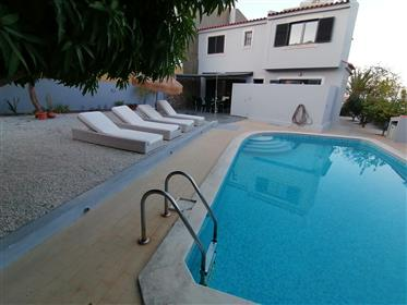 Excelente Moradia V4 com piscina em Montenegro