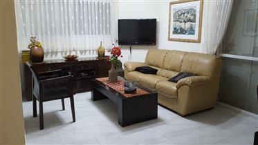 Spacious, bright and quiet apartment, 148 Sqm, in Beersheba