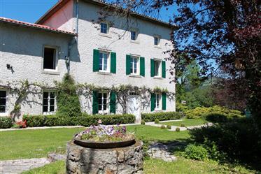 Charmant huis met zwembad in Auvergne