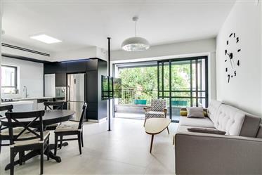 דירה 3 חדרים משופצת אדריכלית במקום מעולה