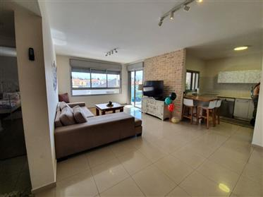 Beautiful apartment, Spacious bright and quiet, in Ashkelon