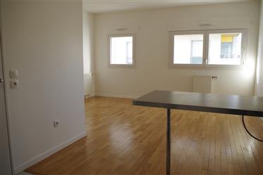 Grande investimento: Apartamento de 1 dormitório com estacionamento em Paris, belos subúrbios