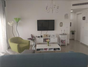 New apartment stunning and upgraded. In Or Akiva.