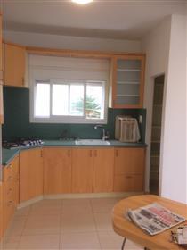 Appartement spacieux, lumineux et calme, 94 M², à Haïfa