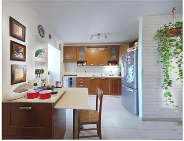 Cozy and upgraded 4-room apartment, 102 Sqm, Kadima Tzoranin
