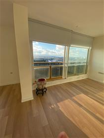Amazing apartment in Wolfson Towers, 112 Sqm Renovated, in J...