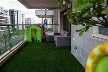 Appartement conçu et surclassé, 100M², à Hadera